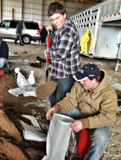 sandbagging Illinois flood
